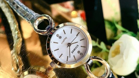 Đồng hồ nữ dây dạng lắc tay
