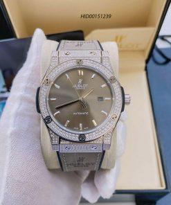 Đồng hồ Hublot Classic Fusion Automatic nam đính đá dây cao su bọc da xám
